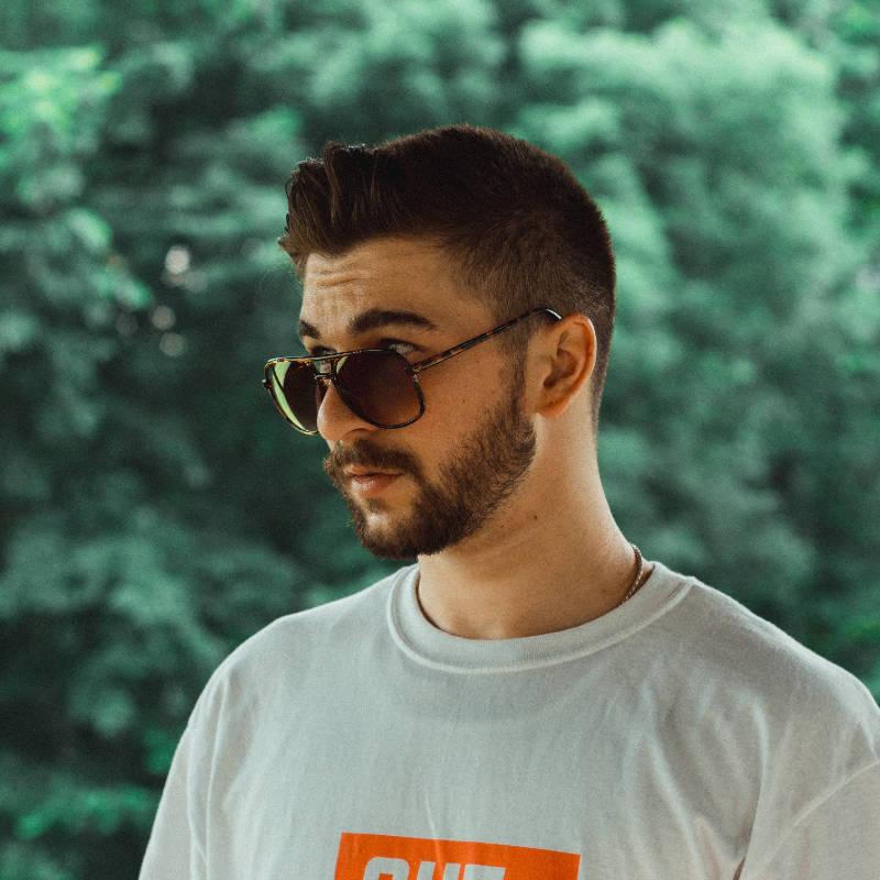 Modellare capelli corti uomo